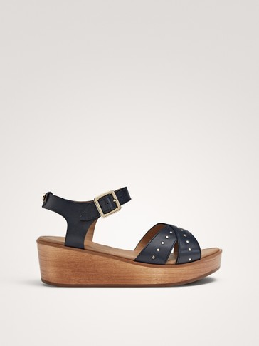 BLUE LEATHER AND WOOD SANDALS