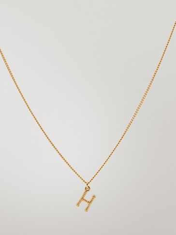 قلادة مطلية بالذهب حرف H