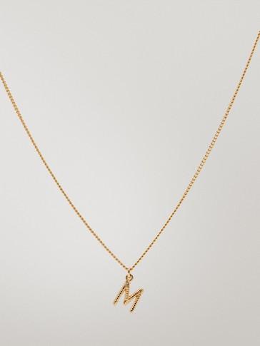 قلادة مطلية بالذهب حرف M
