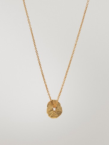 Gold-plated short necklace with irregular coin