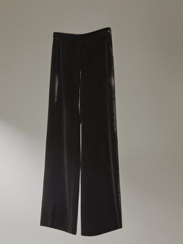 سروال أسود من المخمل