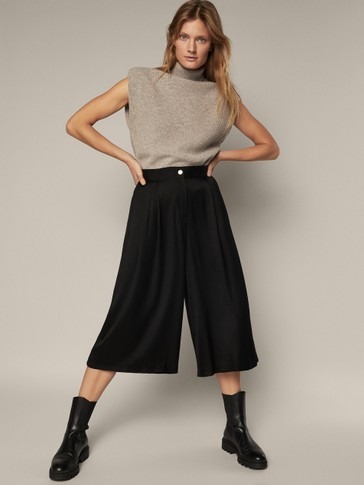 Loose-fitting skort