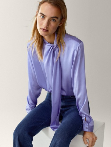 Flowing shirt with false bow