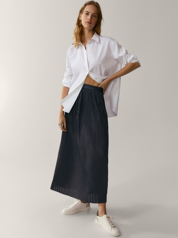 Pleated skirt with leather belt