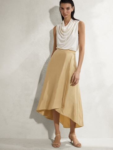 Midi skirt with buckle detail