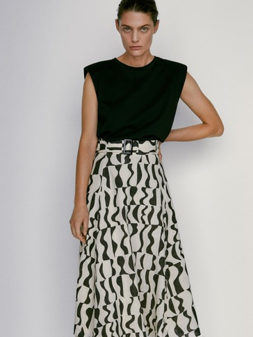 Geometric print skirt with belt