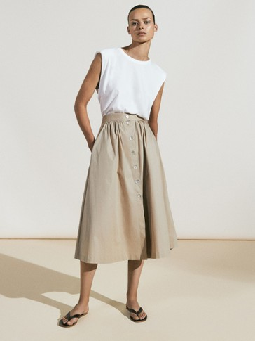 Skirt featuring gathered poplin