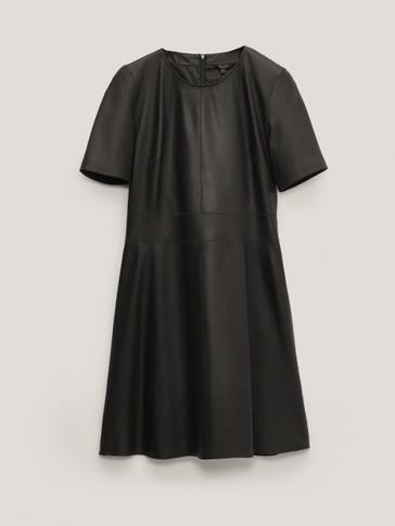 Robe courte noire en cuir
