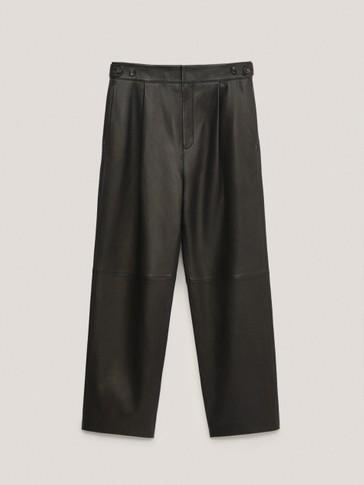 Pantalón negro pinzas piel