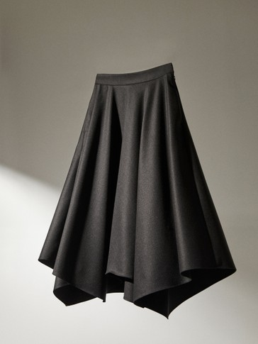 Wool skirt with pointed hem