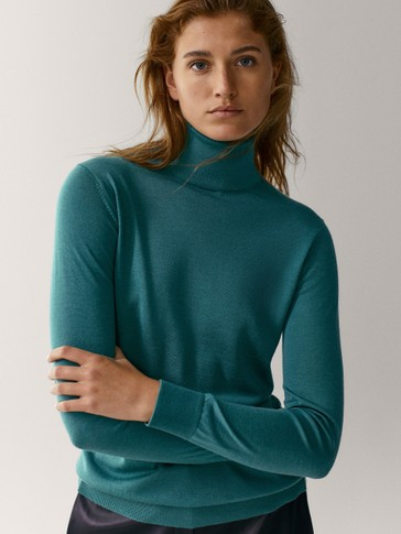 Wool/silk turtleneck sweater