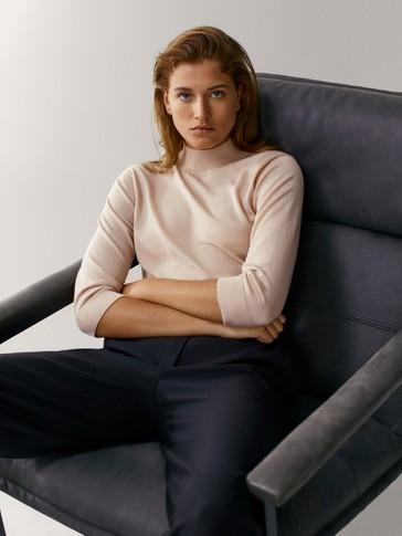 Pullover aus Wolle und Seide mit geripptem Stehkragen