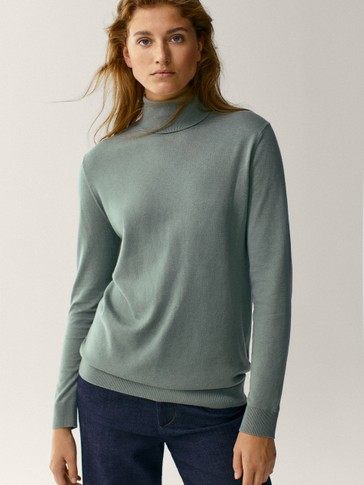 Wool/silk/cotton turtleneck sweater
