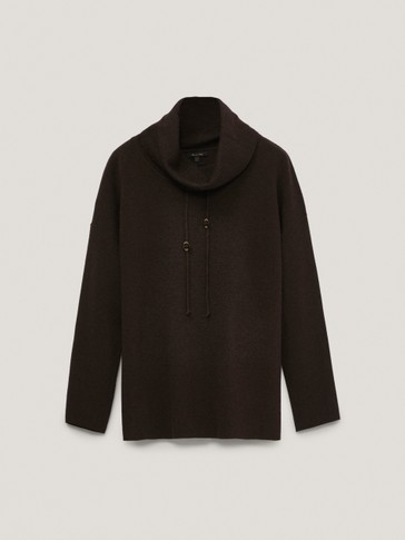 Total look shawl neck cape sweater