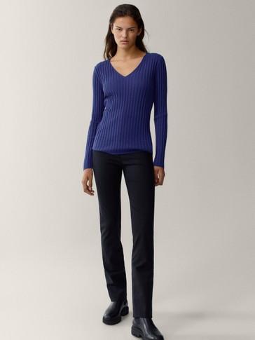 Gerippter Pullover aus Baumwolle und Wolle mit V-Ausschnitt