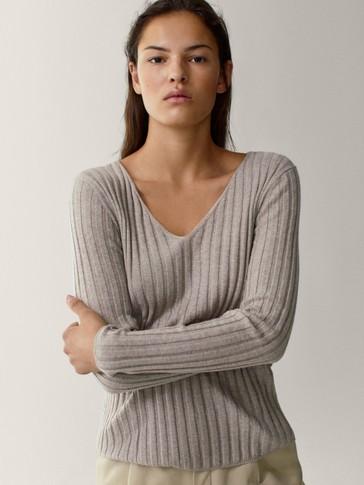 Camisola em algodão e lã com decote em bico canelado