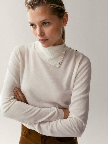 Silk and wool sweater with buttons on the neck