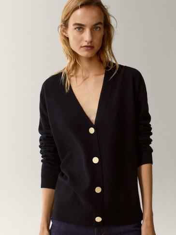 Cardigan com botões confecionado em lã e caxemira