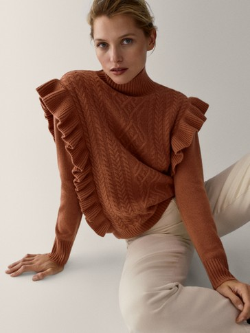 Cashmere wool sweater with ruffled trims
