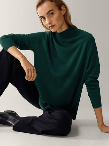 'Oversize' stila vilnas/zīda džemperis ar augstu apkakli