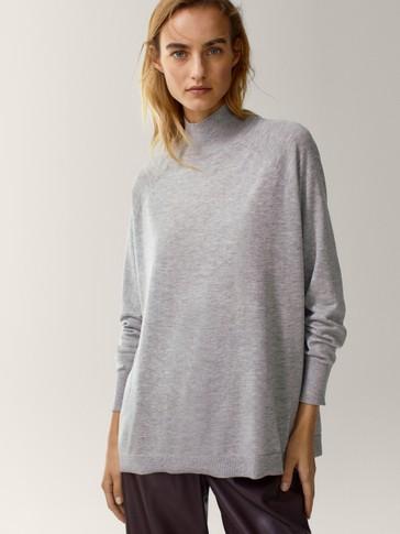 Пуловер оувърсайз от вълна и коприна с полуполо яка