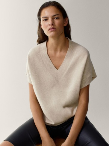 V-neck knit waistcoat
