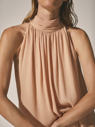 Top crepe com decote halter