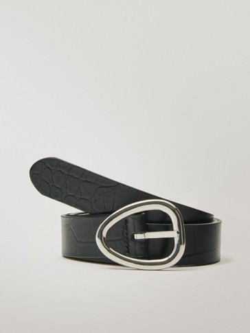 Reversible leather belt with triangular buckle