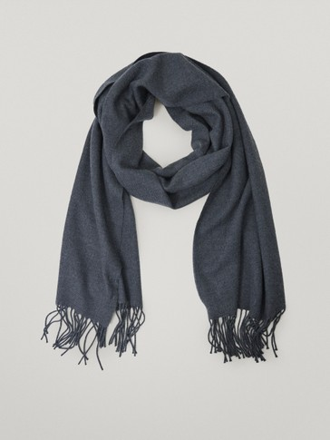 Wool scarf with fringing