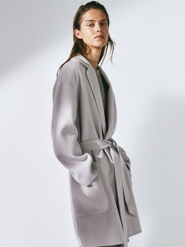 Kurzer handgefertigter Mantel aus Wolle