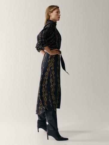 فستان بطبعة سلسلة