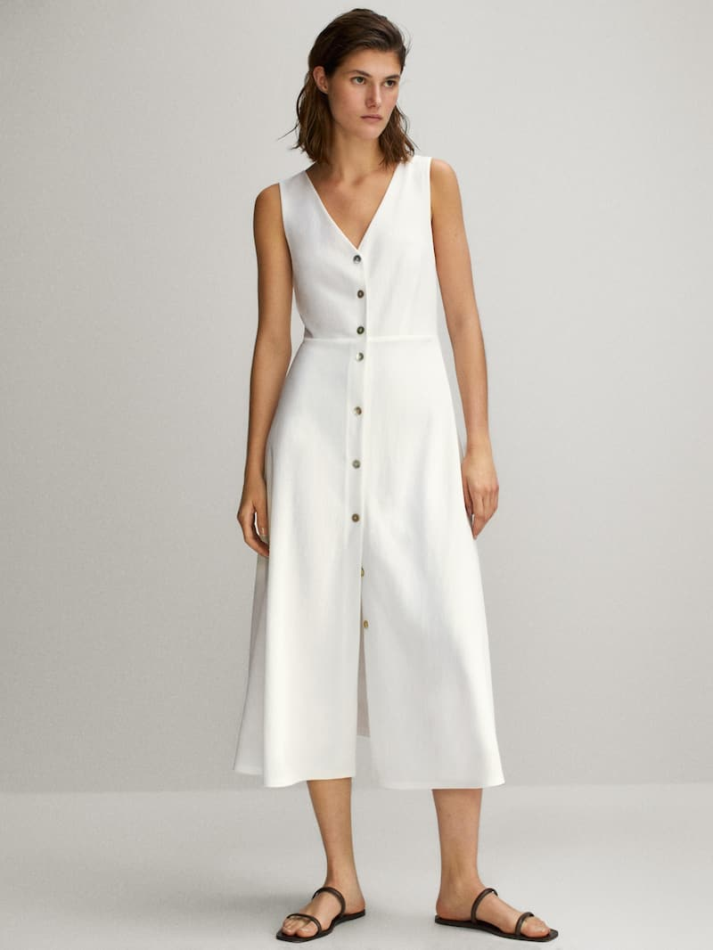 Dress with buttons and a V-neckline