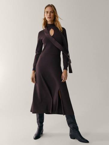 Knit dress with neckline detail