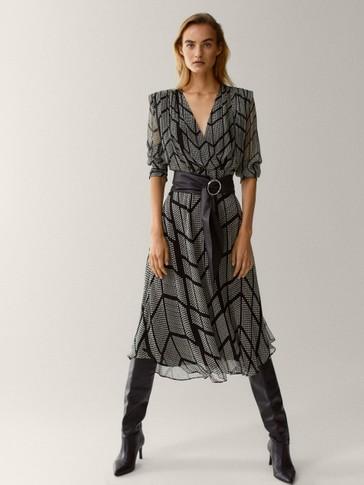 فستان أسود مطبع