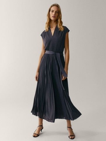 Pleated dress with leather belt