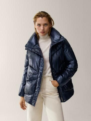Laminirana jakna predimenzioniranog kroja s ispunom i ukrasnim prošivom