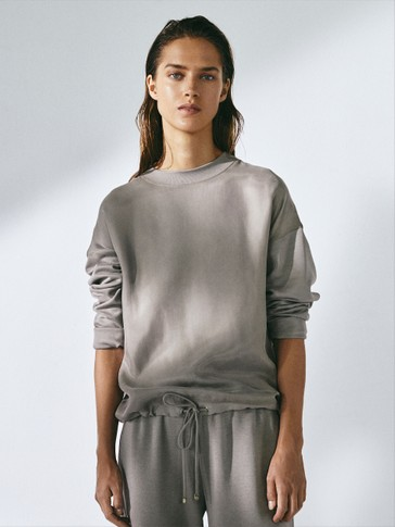 Sweatshirt with adjustable hem