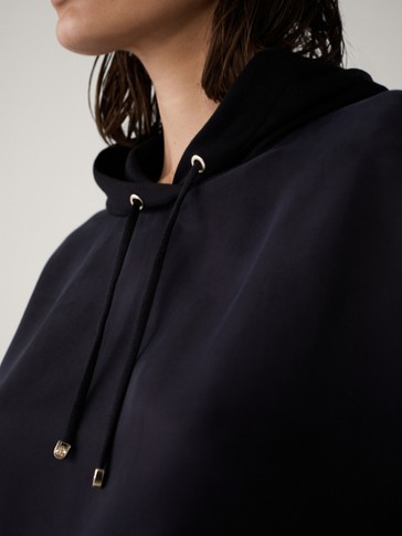 SWEATSHIRT WITH ADJUSTABLE HOOD