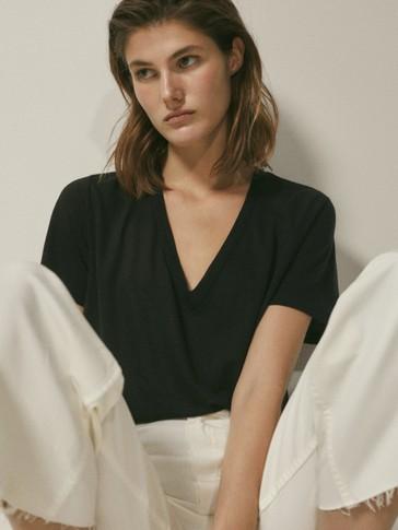 T-shirt à col en V en pur lyocell