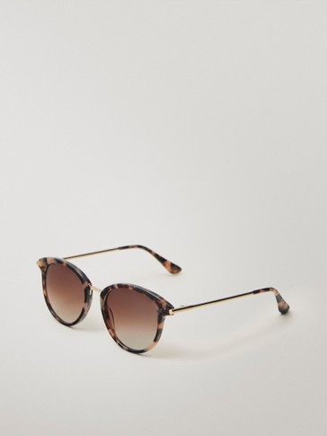 Round pink sunglasses with metal bridge