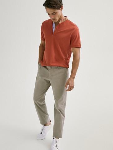 قميص بولو من القطن بأكمام قصيرة وطوق مرتفع