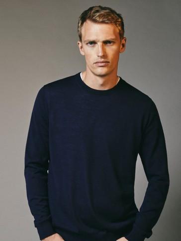 Crew neck sweater in 100% merino wool