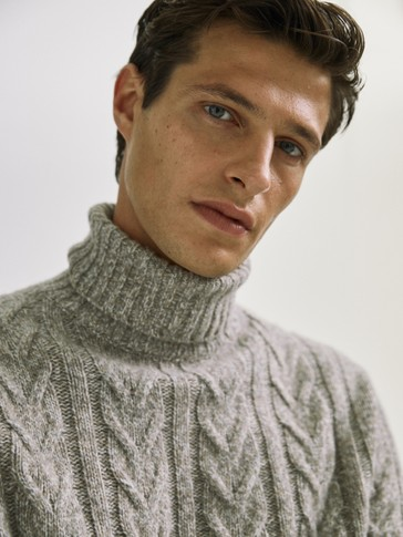 Three-tone high neck sweater