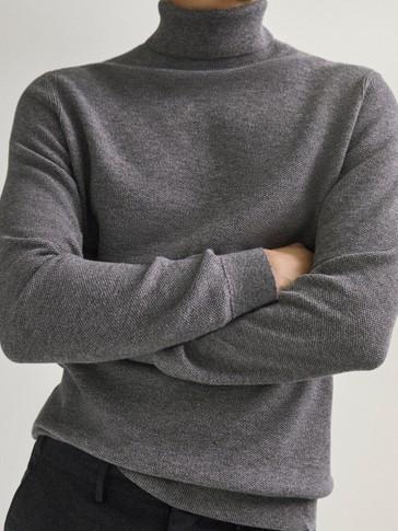 Pulover od mješavine pamuka i vune s visokim ovratnikom
