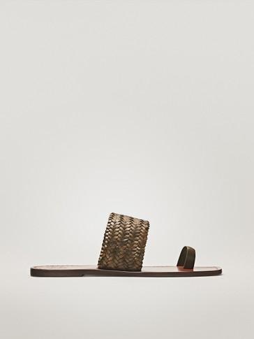 PLAITED KHAKI SANDALS WITH TOE DETAIL