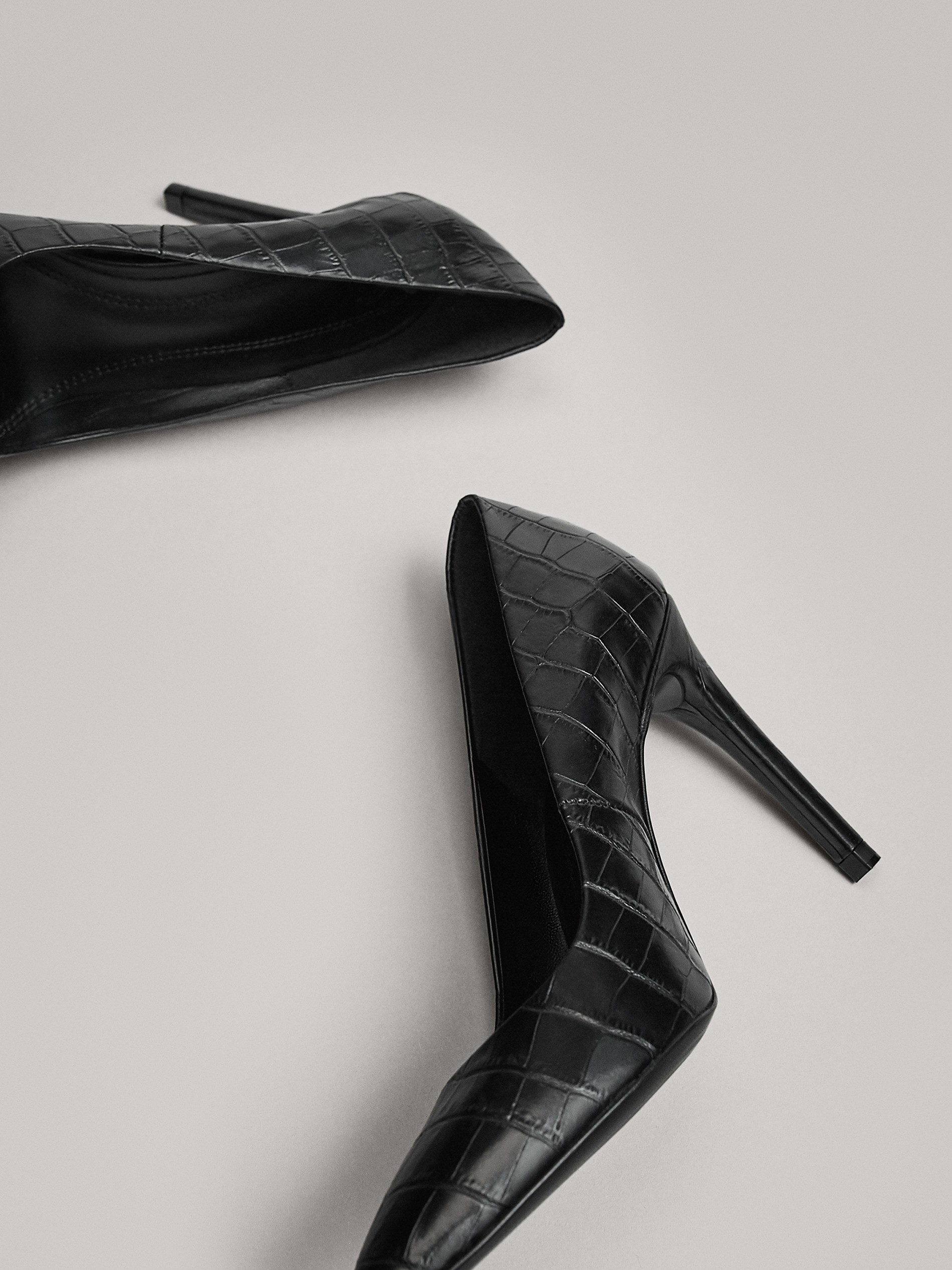 BLACK HIGH-HEEL COURT SHOES - null