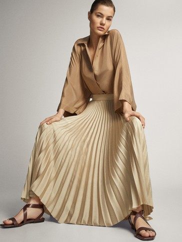 Pleated skirt with waistband