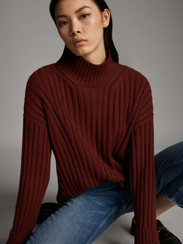 RIBBED HIGH NECK SWEATER