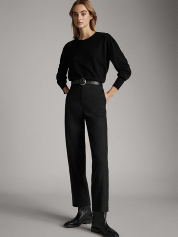 Black boat neck sweater with darts