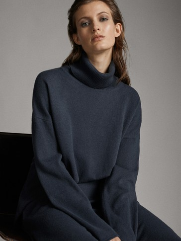 CAPE HIGH NECK SWEATER